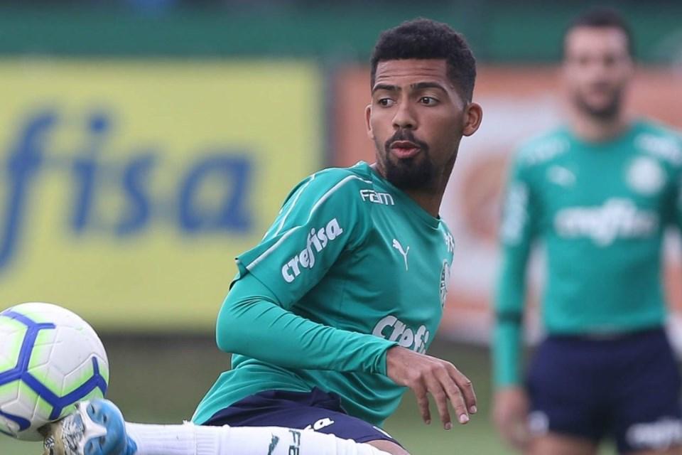 Cari Pelapis Sergio Busquets, Barcelona Incar Gelandang Palmeiras