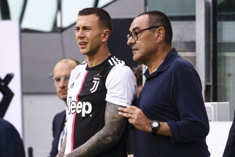 Juventus Bantah Rumor Barter Bernardeschi dengan Rakitic
