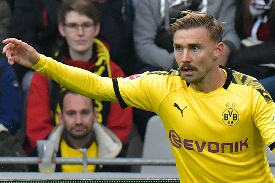 Jarang Bermain, Dortmund Bakal Ditinggal Bek Tengahnya