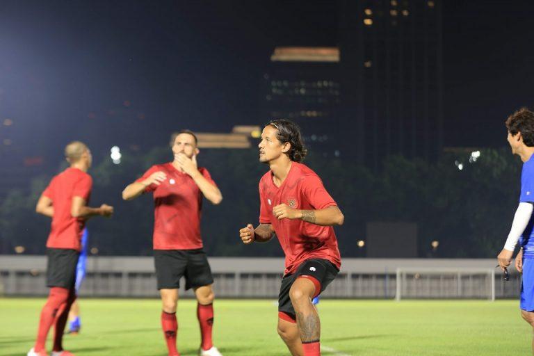 Irfan Bachdim Berikan Motivasi kepada Pemain Muda