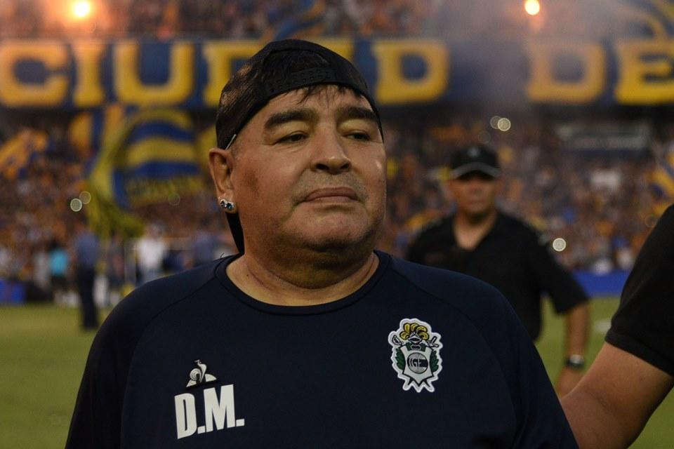 Maradona Tertangkap Kamera 'Nge-Drugs' Saat Timnya Bertanding