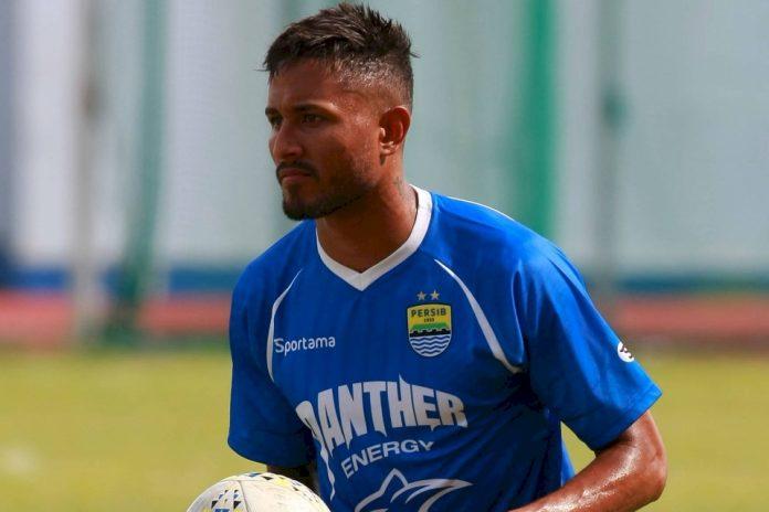Pulang Kampung, Mesin Gol Persib Bawa Oleh-Oleh Spesial