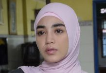 Artis Malaysia Banjir Kecaman Usai Gunakan Jersey Klub Inggris Ini Untuk Lap Air Kencing