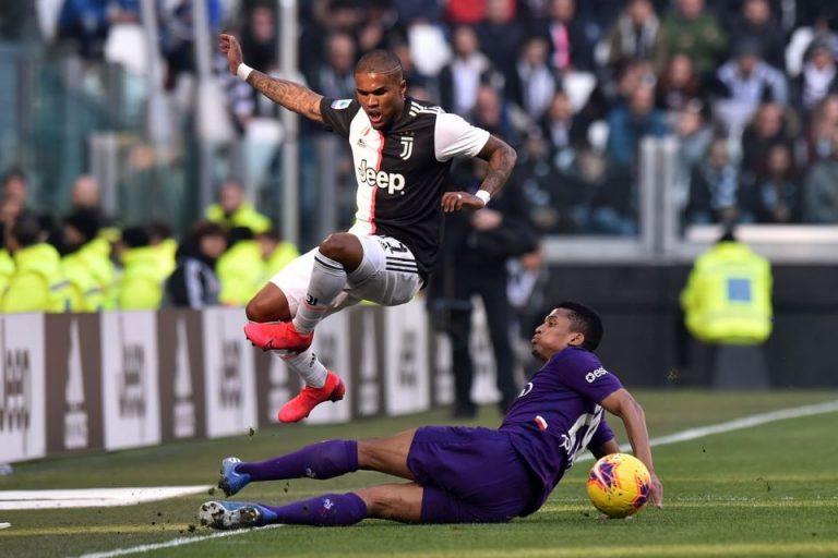Douglas Costa Bakal Ditumbalkan Juventus Demi Gelandang Barca