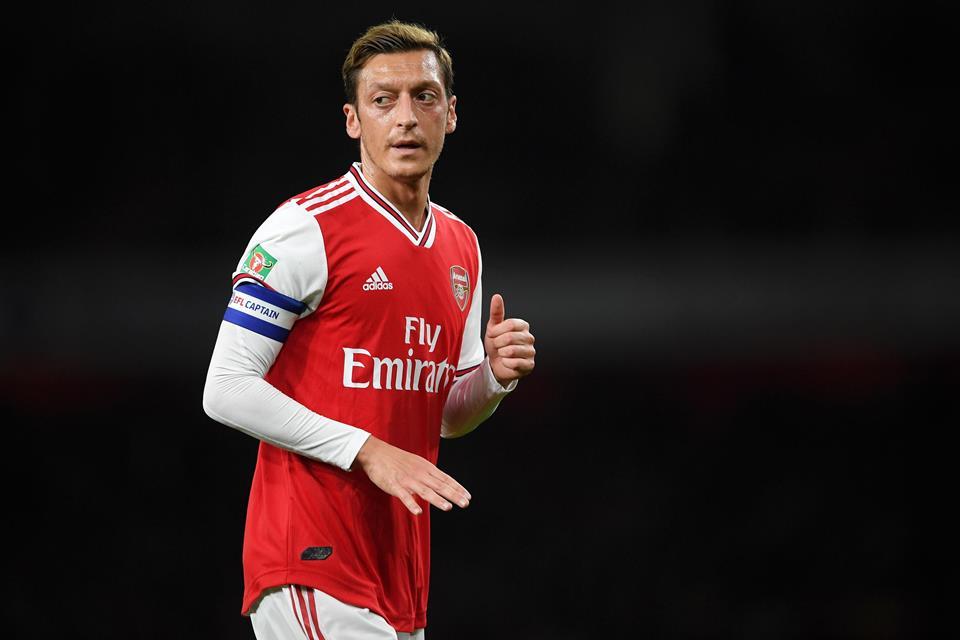 Nama Ozil Kembali Hilang dalam Skuat Arsenal, Ada Apa?