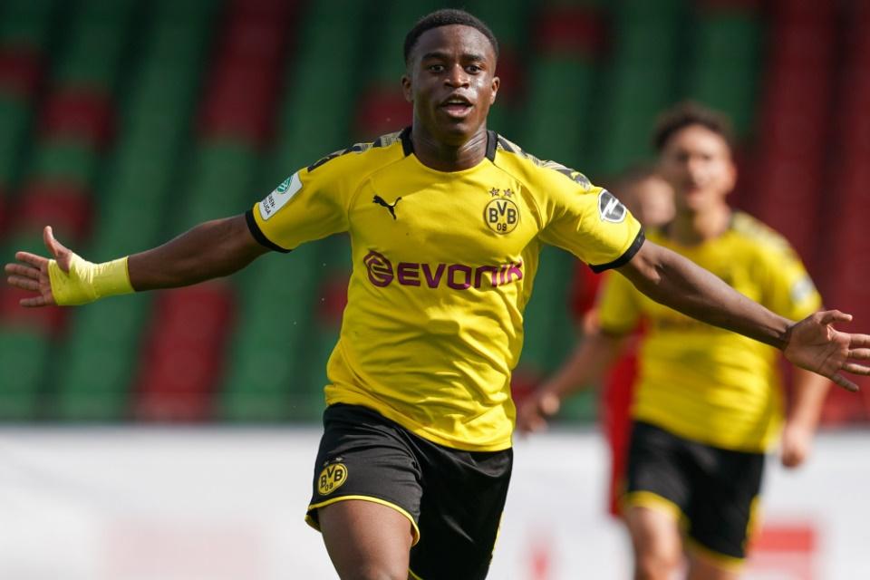 Youssoufa Moukoko Bakal Menghiasi Lini Depan Dortmund Musim Depan