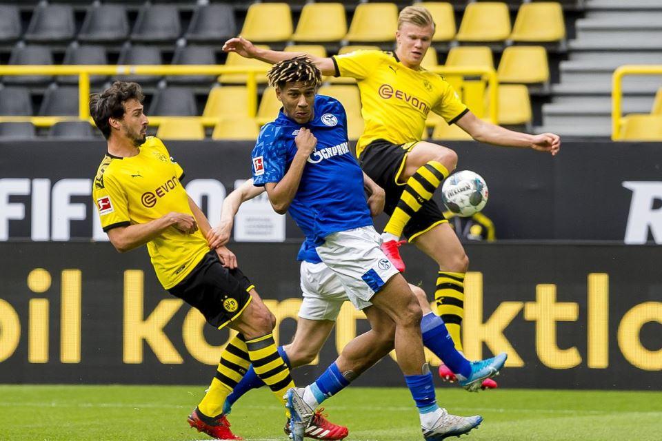 Bek Schalke Terekam Di Siaran Televisi Hina Erling Haaland
