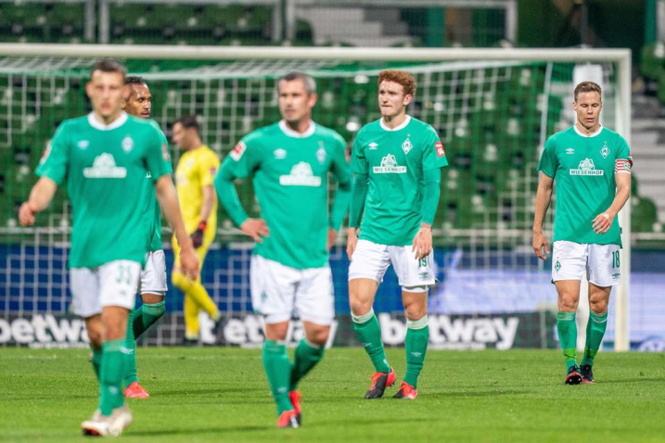 Bek Werder Bremen Meradang Usai Dibantai Bayer Leverkusen 4-1