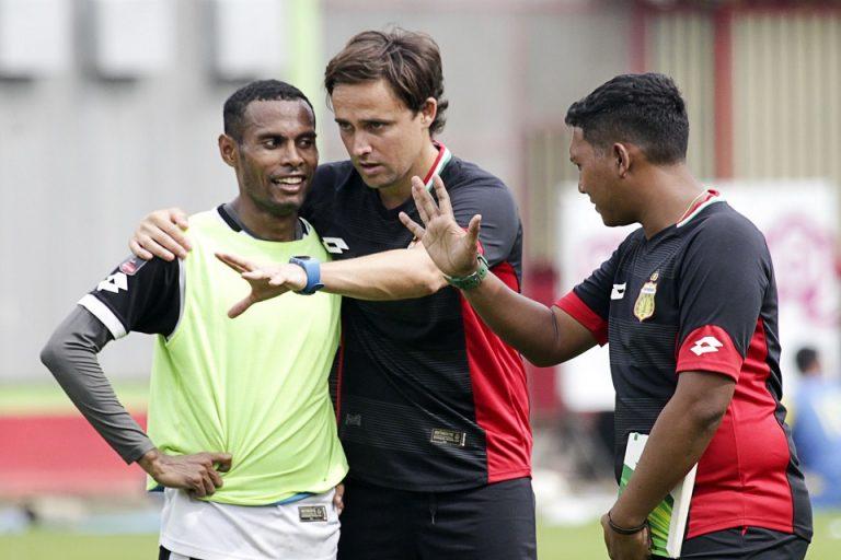 Selain Latihan Mandiri, Bek Bhayangkara FC Lakukan Kegiatan Tak Wajar di Rumah