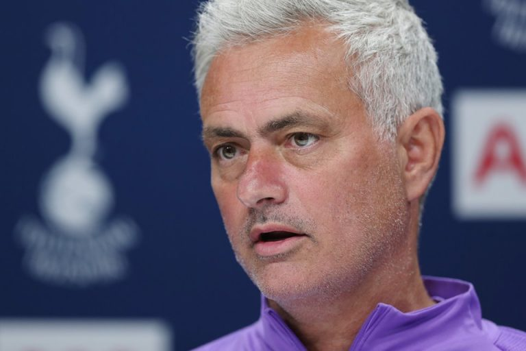 Jose Mourinho Curi Kesempatan dari Kondisi Serba Sulit Manchester City