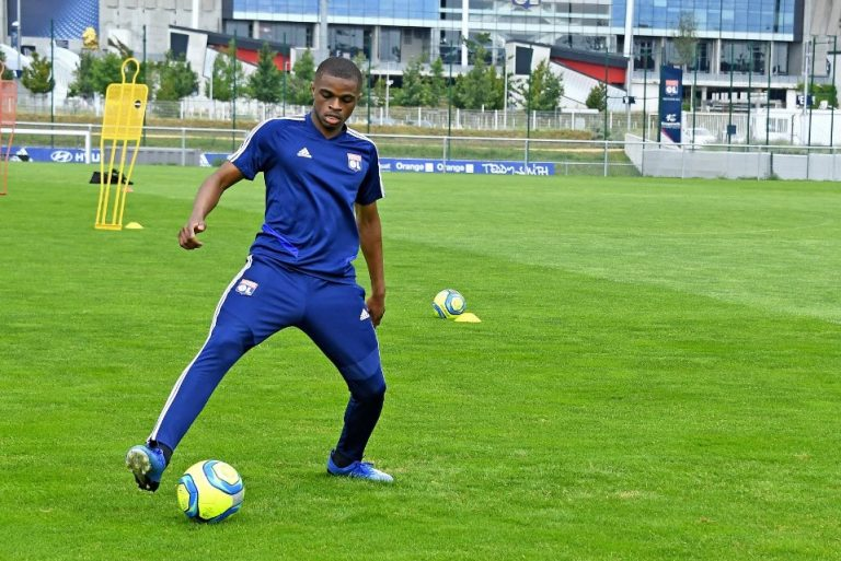 Lyon Bersikeras Pertahankan Pierre Kalulu