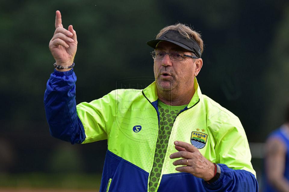 Robert Alberts Yakin Anak Muda Persib Akan Main di World Cup