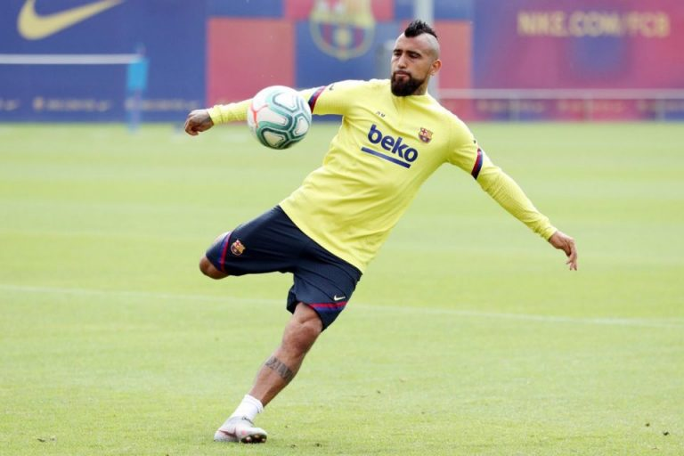 Terancam Didepak, Vidal Serang Barcelona dan Kritisi Penunjukan Koeman