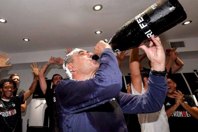 Juventus Juara, Szczesny Berikan Rokok untuk Sarri!
