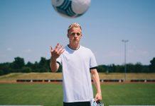 Peter Crouch Pertanyakan Keputusan Man United Boyong Van de Beek