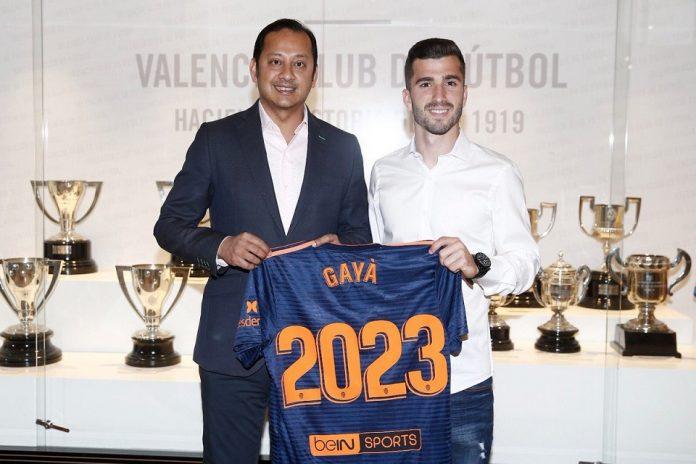 Kubu Los Blancos pun dikabarkan membidik bek kiri Valencia Jose Gaya untuk menggantikan Marcelo dan Ferland Mendy musim depan.