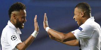 Kylian Mbappe dan Neymar melakukan selebrasi usai PSG mencetak gol atas Atalanta