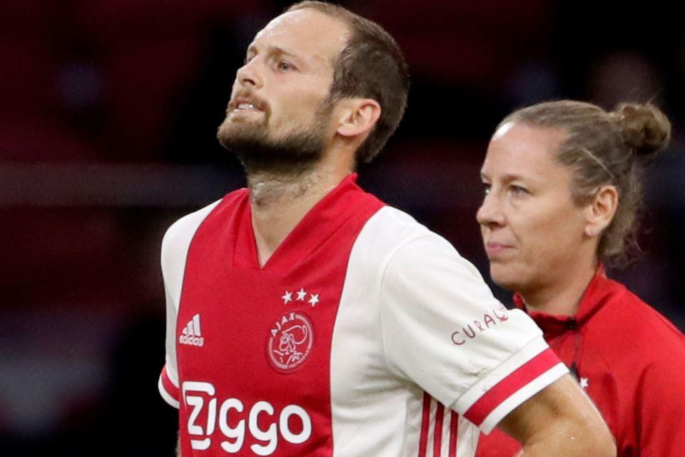 Lawan Hertha Berlin, Bek Ajax Daley Blind Kena Serangan Jantung