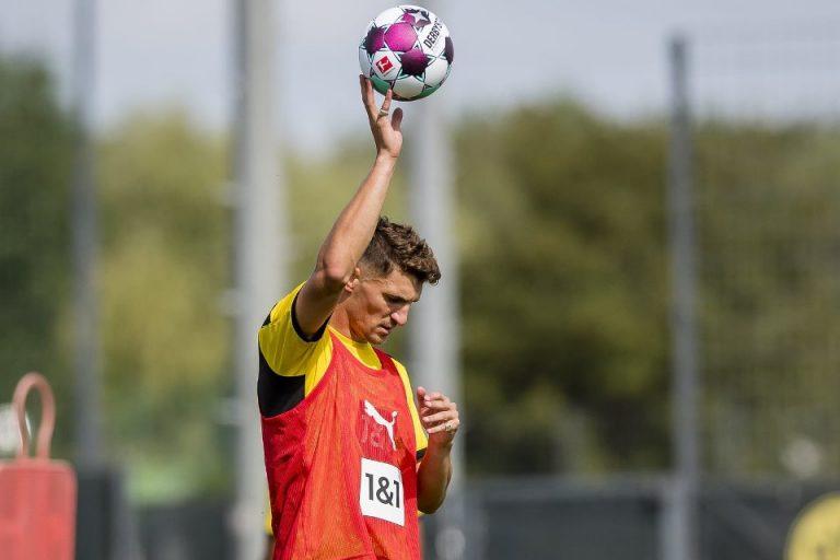 Rekrutan Anyar Borussia Dortmund Menolak Dipasang Jadi Bek Tengah