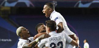 Paris Saint-Germain merayakan gol
