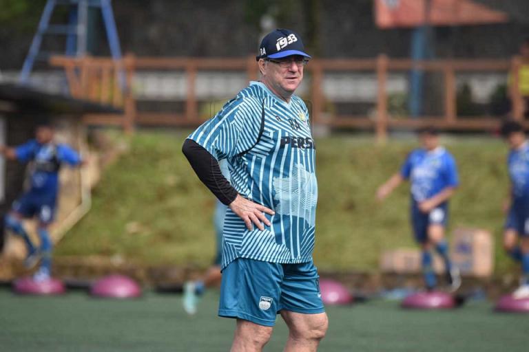 Pelatih Persib Sesalkan Liga 1 2020 Ditunda Lagi, Ini Alasannya!