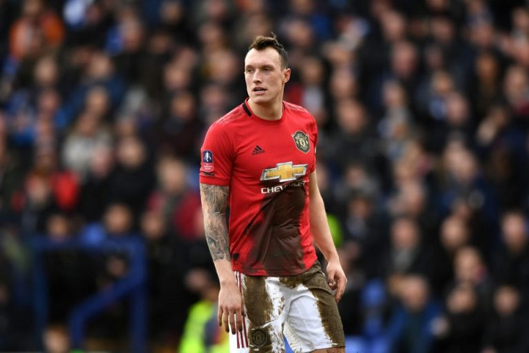 Ledek Phil Jones, Twitter Minta Maaf Kepada Manchester United