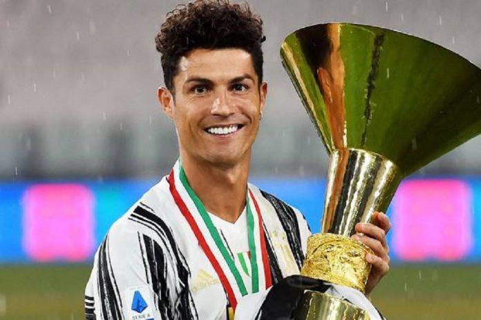 Cristiano Ronaldo mengisyaratkan bertahan di Juventus karena ingin memberikan gelar ketiga scudetto.