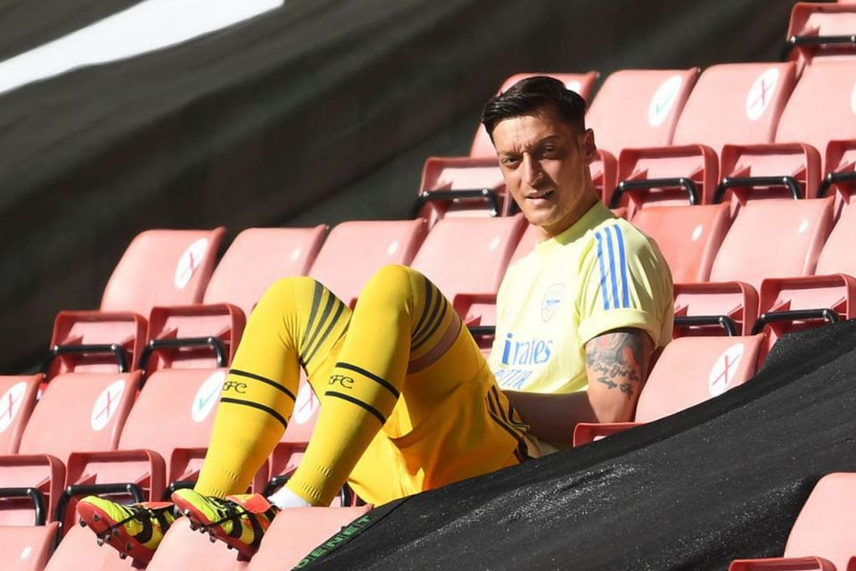 Ozil Terbuang dari Arsenal, Lauren: Itu Salahnya Sendiri