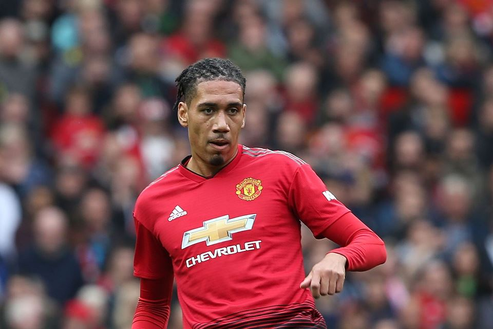 Man United Tumbalkan Smalling Demi Datangkan Bek Anyar