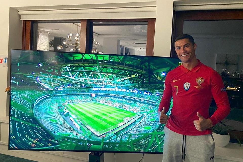 Kembali ke Turin Saat Positif Covid-19, Ronaldo Salahi Aturan?