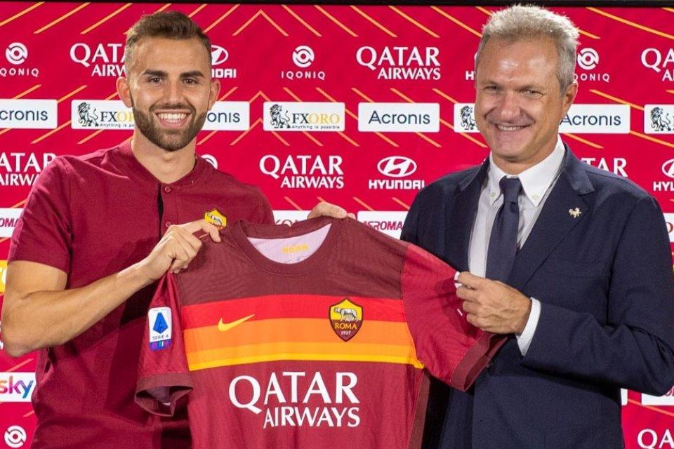 Borja Mayoral resmi menjadi bagian dari AS Roma. Pemain yang dipinjam dari Real Madrid tersebut mengaku terhormat bisa memakai jersey Il Gialorossi.