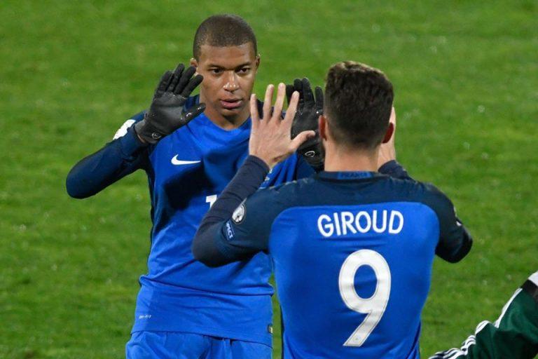 Mbappe Terlihat Bete Usai Rambutnya Disentuh Giroud