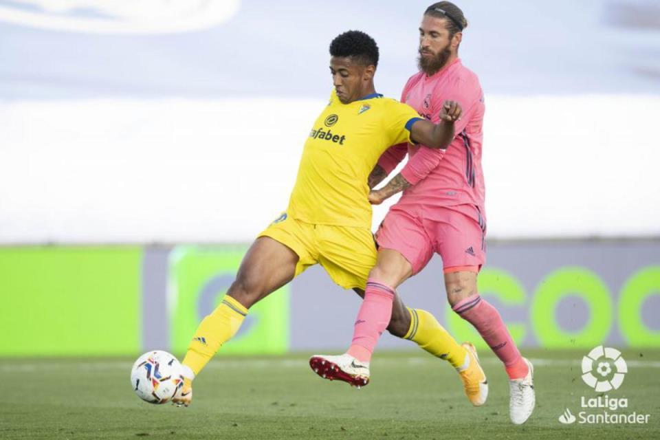 Sergio Ramos Terancam Absen El Clasico Jilid I Karena Cedera Lutut