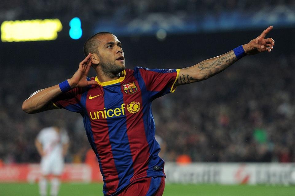 Sebelum ke Barcelona, Dani Alves Nyaris Gabung ke Tim Rival