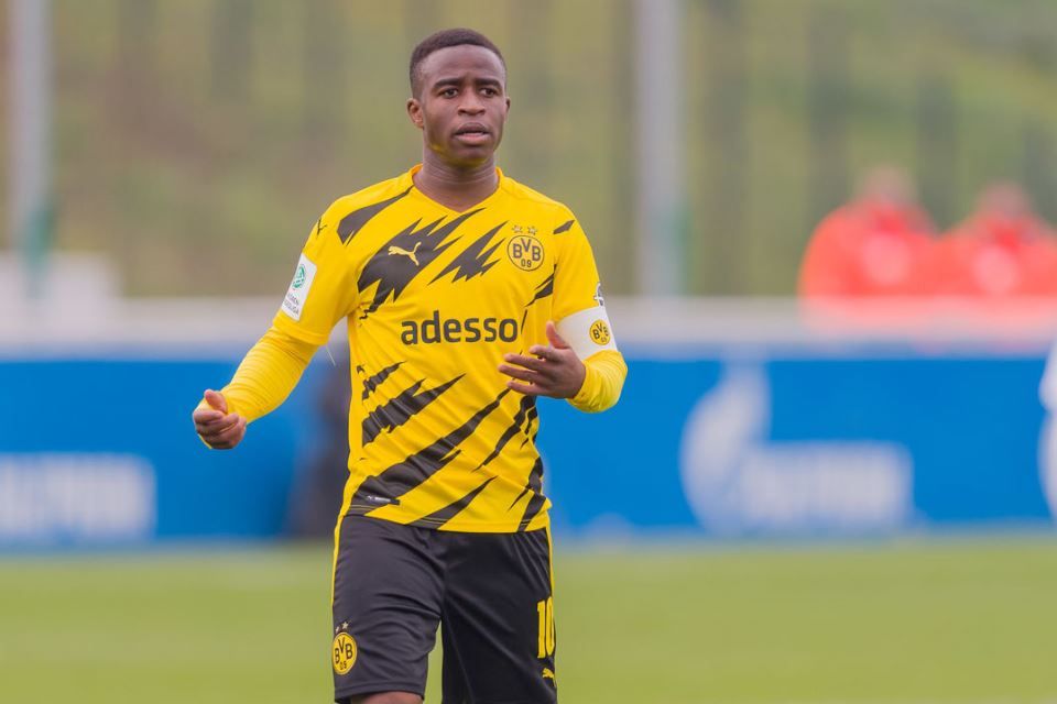 Nuri Sahin Senang Moukoko Bakal Pecahkan Rekornya di Dortmund