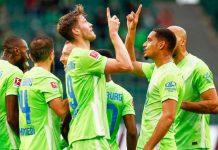 Para pemain Wolfsburg usai merayakan kemenangan