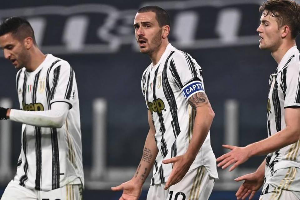 Main Buruk, Bek Kawakan Juventus Masih Dibela Pirlo