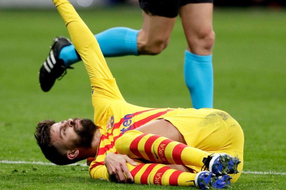 Cedera Lutut, Pique Yakin Bisa Pulih Jelang Duel Barcelona vs PSG