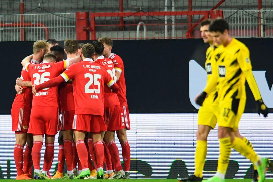 Borussia Dortmund Telan Pil Pahit, Edin Terzic Salahkan 'Bola Mati'