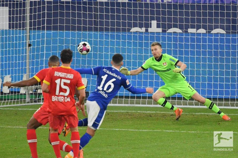 Kalahkan Schalke, Leverkusen Buntuti Bayern