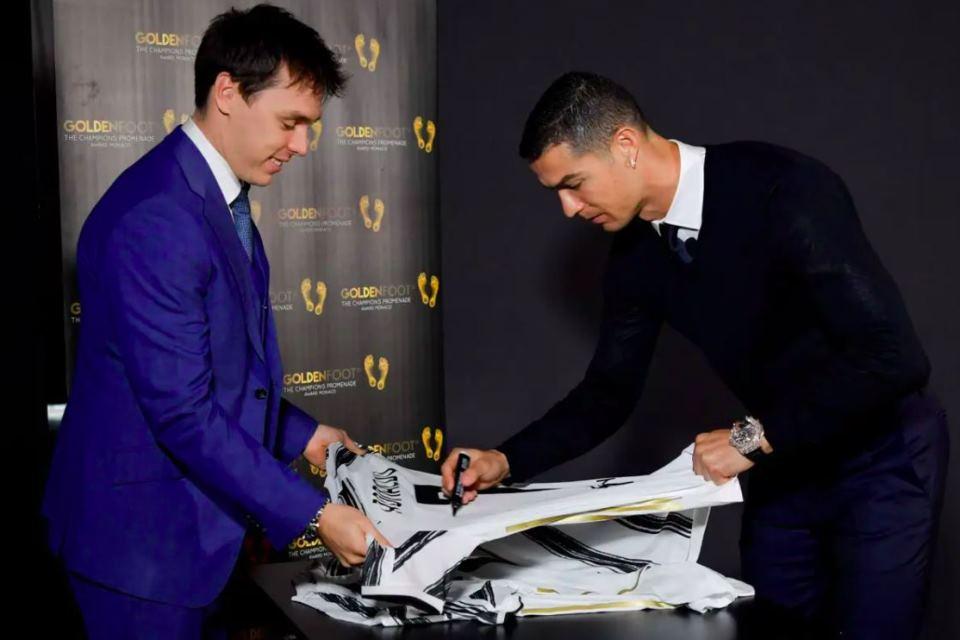 """Ronaldo """"Selangkah Lebih Baik"""" dibanding Messi"""