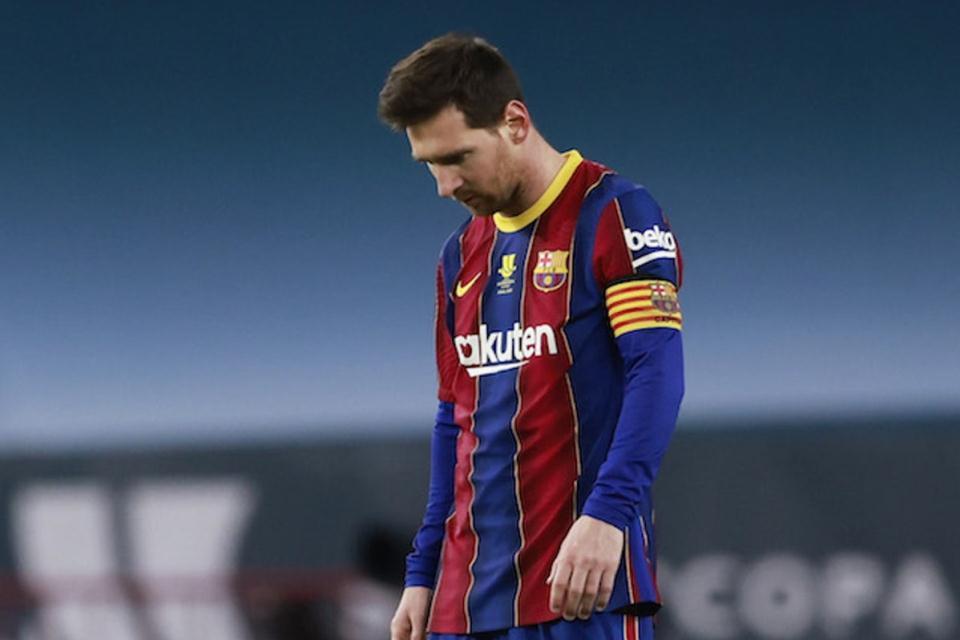 Barcelona Membuat Kesalahan dengan Mempertahankan Messi