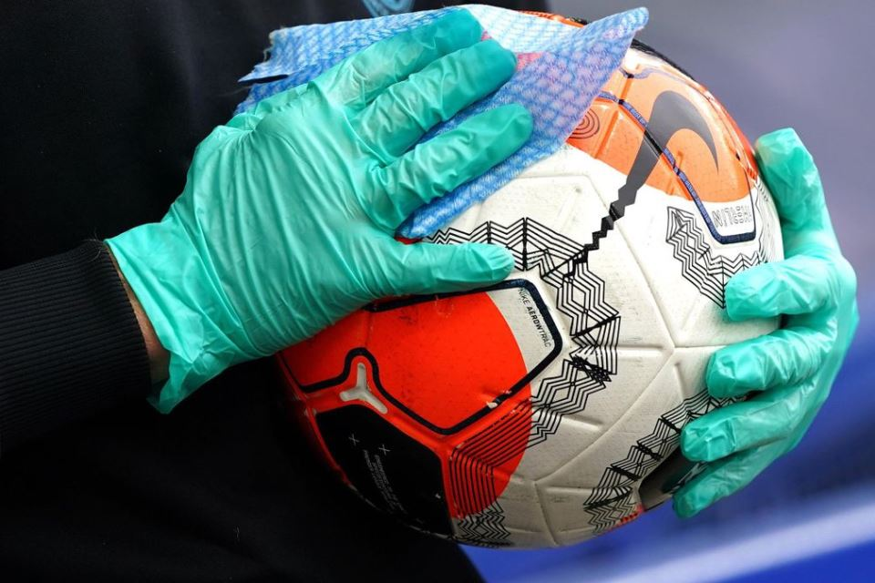 Bola-Liga-Premier-Covid-19