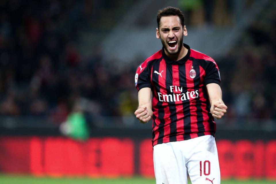 Dapat Kenaikan Gaji, Hakan Calhanoglu Teken Kontrak Baru Di AC Milan