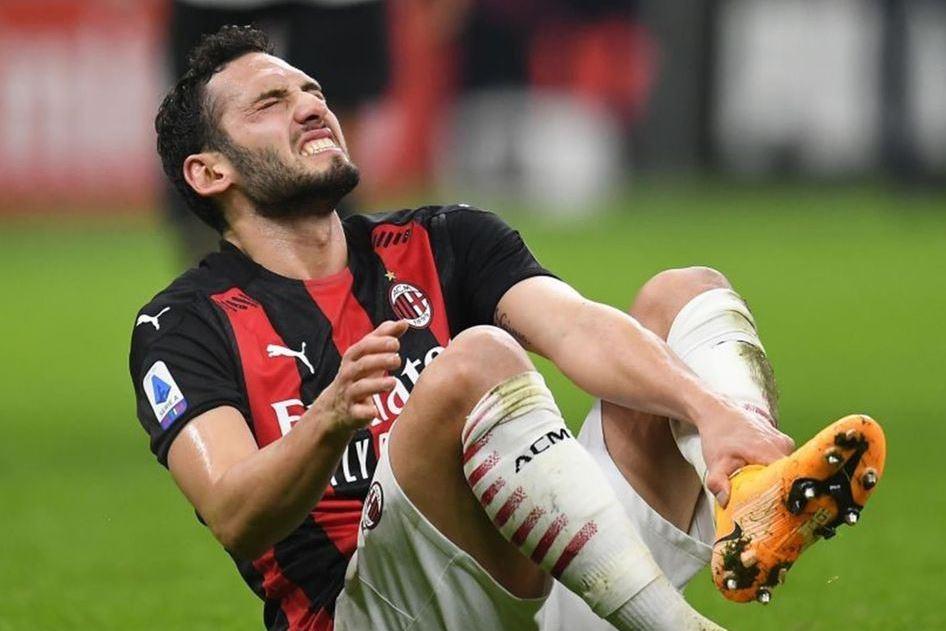 Badai Cedera Milan Berlanjut, Giliran Hakan Calhanoglu Menepi