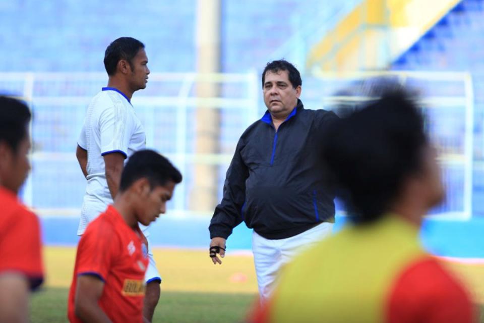 Kontrak Habis di Bulan Februari, Pelatih Arema Pasrahkan Kepada Manajemen