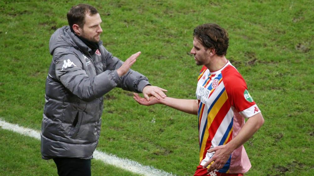 Pelatih Mainz Akan Mainkan Pemain Kontroversial