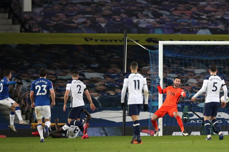 Legenda United Ejek Penampilan Lloris Lawan Everton, Apa?