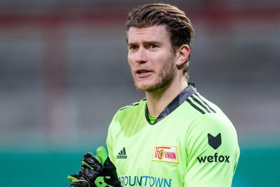 Menghadapi Schalke Loris karius Main di Menit Awal