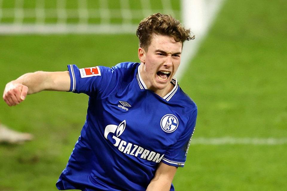 Hoppe Tegaskan Tetap Bertahan Meski Schalke Terdegradasi